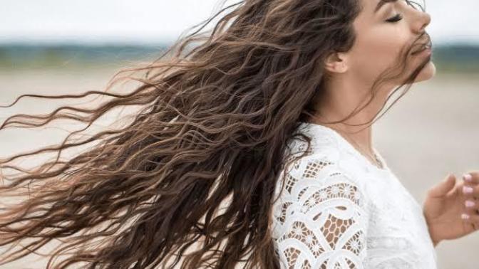 Saçlarınızı En Sağlıklı Haline Geri Döndürecek Uygulama, Saç Botoksu Hakkında Her Şey!