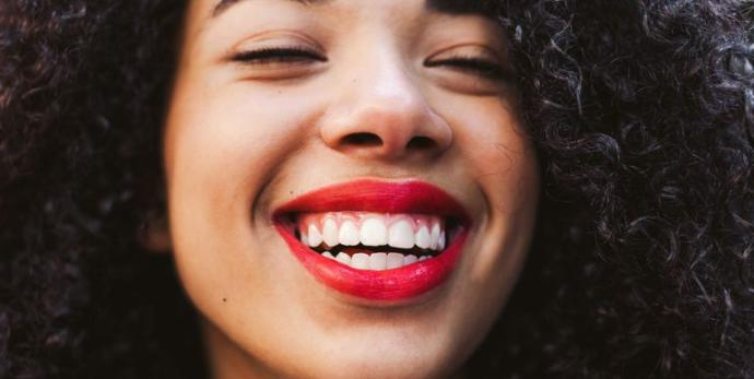 Gülüşünüzle İlgi Odağı Olmanızı Sağlayacak Diş Bakım Tüyoları!
