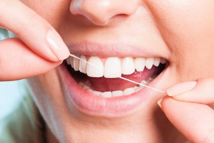 Dişlerin Uzun Süre Bembeyaz Kalması İçin Yapılması Gereken Şeyler