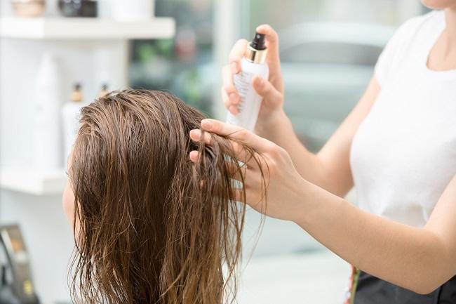 Yaz Güneşinde Yıpranan Saçlarımızı Nasıl Sağlıklı Görünüme Kavuştururuz?