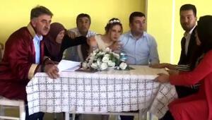 Depreme Nikah Kıyılırken Yakalandılar (Video Haber)
