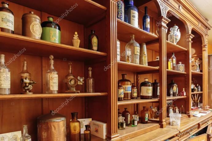 Eski parfüm dükkanı