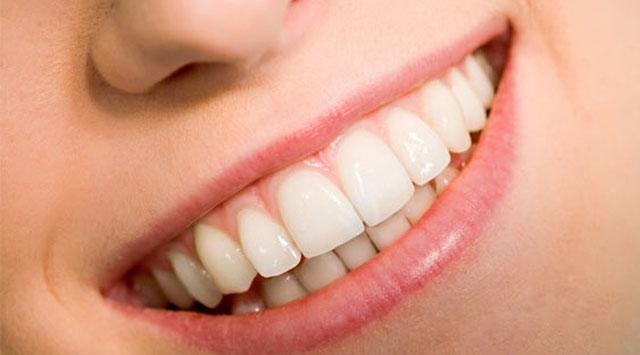 Yaz Sıcaklarının Vazgeçilmezi Olan Soğuk Yiyecekleri Daha Sağlıklı Dişlerle Özgürce Yiyebilmek Adına Neler Yapabiliriz?