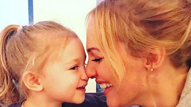 Muhteşem Güzelliklerinin Yanında Sevgi Dolu Annelikleriyle de Tanıdığımız Kanatsız Melek 6 Ünlü!