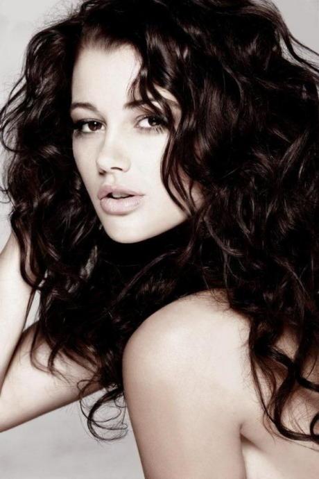 Küçük Dokunuşlarla Çekici Görünmenin Yolu: En Güzel Dalgalı Saç Modelleri