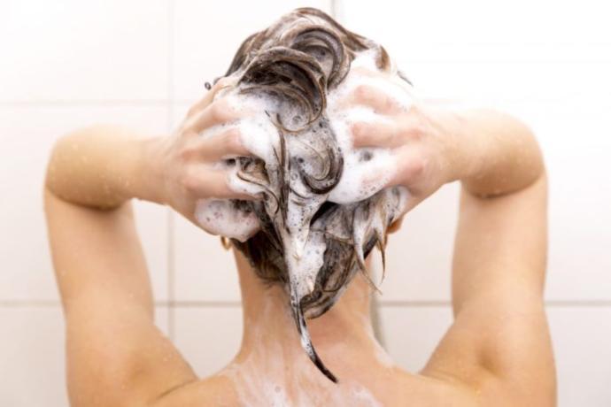 Saç Bakımıyla İlgili Bazı Doğru Bilinen Yanlışlar!