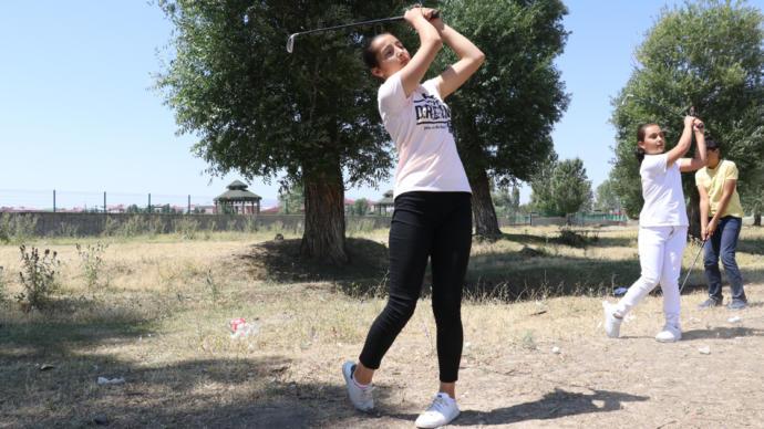 Çatıda Golf Antrenmanı Yaparak Türkiye Şampiyonası'na Gitmeye Hak Kazandılar (Ağrı)