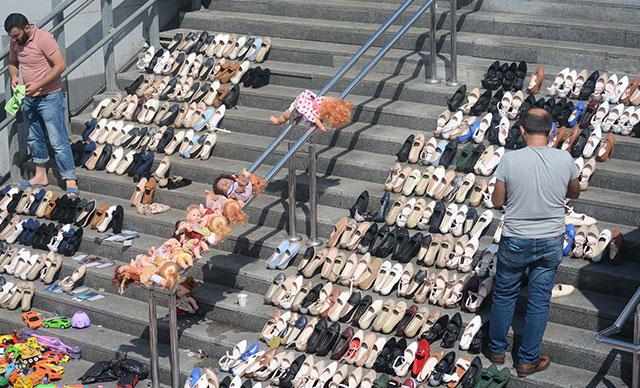 Güneşte Kurutulan Ayakkabılar