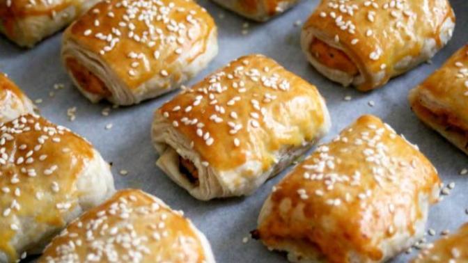 Kısa Sürede Az Malzemeyle Hazırlayabileceğiniz Pratik Bir Tarif: Patatesli Milföy Rulo Börek!