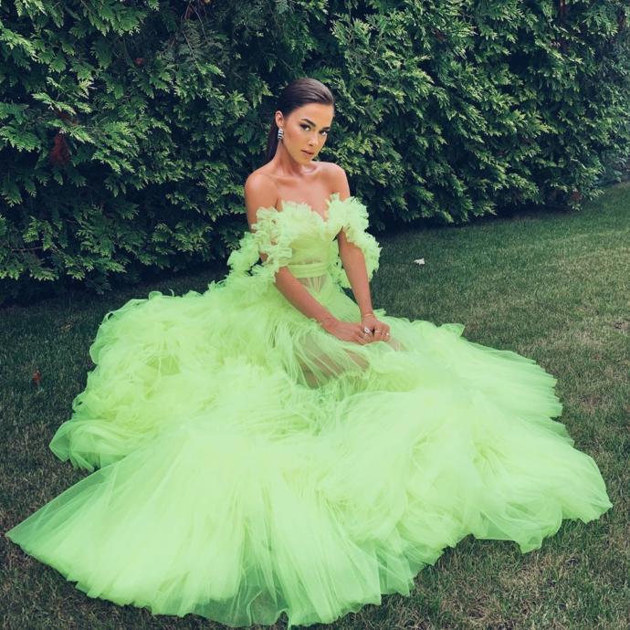 Bensu Soral'ın Tuvana Büyükçınar İmzalı Elbisesi Büyük Beğeni Topladı