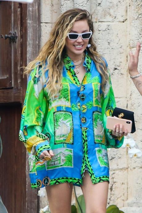Çuval Giyseler Yakışıyor: Oversize Modasına Gönül Vermiş 7 Moda Canavarı!