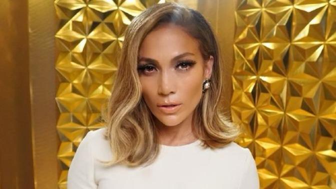 Saçlarından İlham Alın: Jennifer Lopez'in Eforsuz Dalgalı Lob Saçları