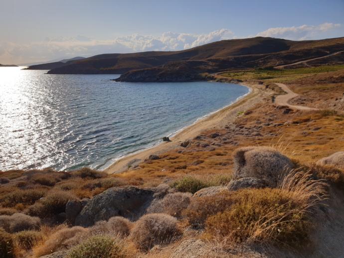 Adanın kuzeyinde Mavi koy'da bakir bir koy