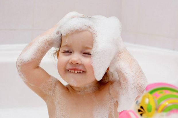 Bebeklerimizi Yıkamada Yardımcı Olacak En İyi Şampuan; Johnson's Bebek Şampuanı