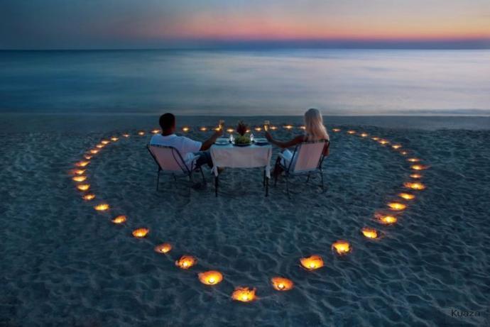 Bence;Aşk iki insanın uyum içersin de , kalplerinin tek kalp olarak attığı bir yaşam tarzıdır.uyumlu çift her ne olursa olsun bir