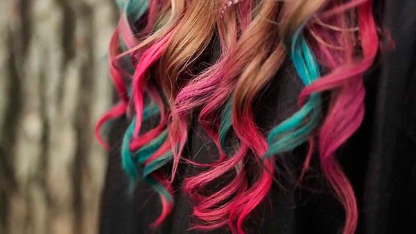 Saçları Rengarenk Yapmanın Kolay Yolu: Saç Tebeşiri!