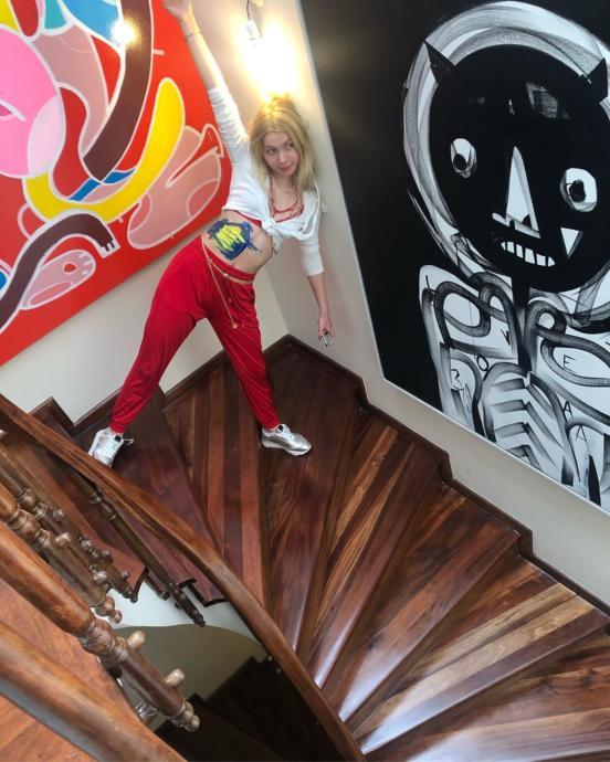 Aleyna Tilki Göbeğini Sarı Laciverte Boyadı (Foto Galeri)
