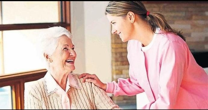Yaşlı birinin yüzünü güldürmek
