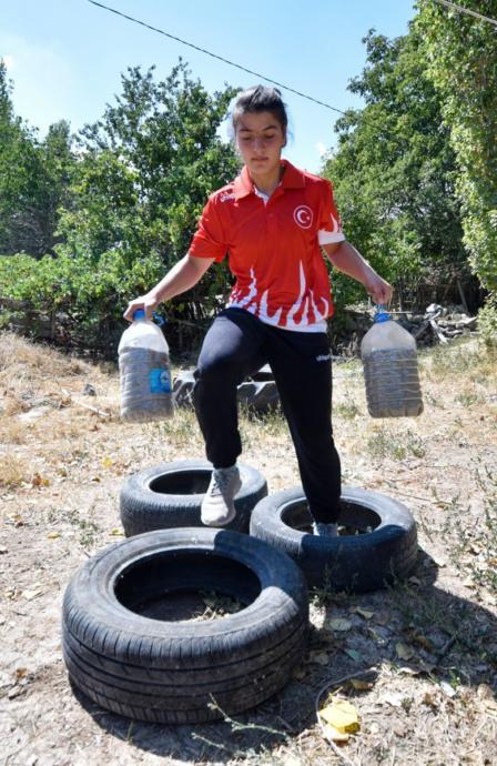 Türk Kadınının Başarı Öyküsü: Yokluklardan Dünya Şampiyonluğuna Yükselen Zeynep Yıldırım