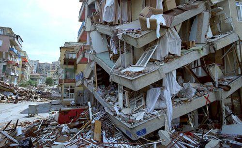 Deprem Nedir ve Nasıl Oluşur? Depremi Oluşturan Fay Hatları ve Tektonik Plakalar