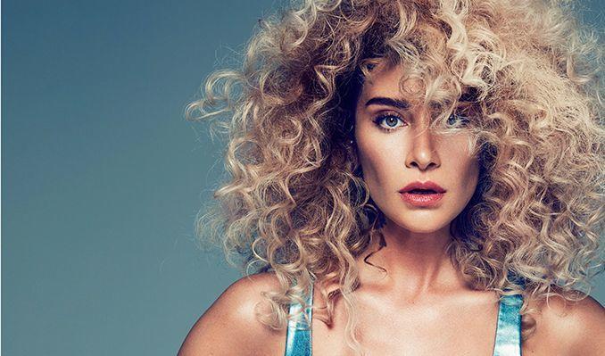 Kıvırcık Saçlarıyla Dikkatleri Üzerilerine Çeken 8 Ünlü Kadın!