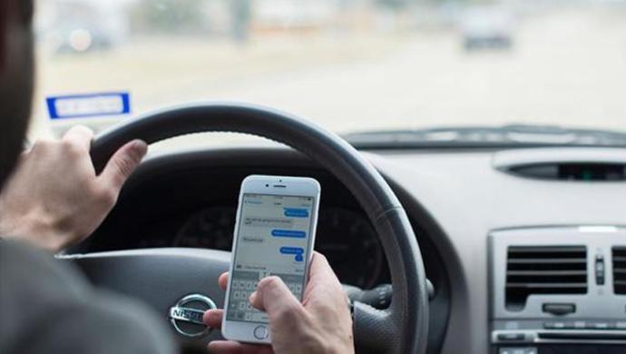 Endişe Verici İstatistik: 100 Şoförün Yarısı Seyir Halindeyken Cep Telefonuyla İlgileniyor