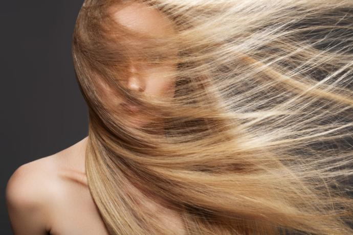Saç Yağlanması Neden Olur, Nasıl Geçer?