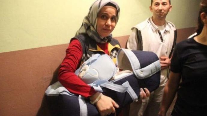 Vicdansızlar 2 Aylık Bebeği Bu Notla Sokağa Bıraktı!