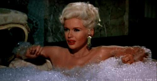 Bitmeyen Duş Keyfi Yapmışlar: 12 Saat Kalıcı Kokusuyla Banyonuzdan Dışarı Taşacak Bir Önerim Var!