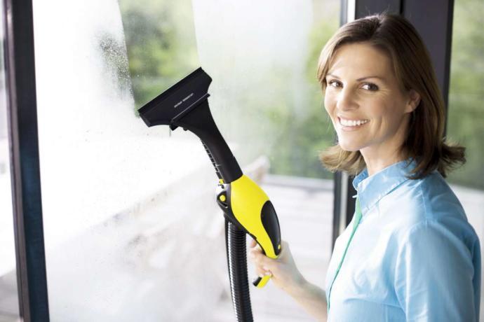 Buharlı makine ile ev temizliği
