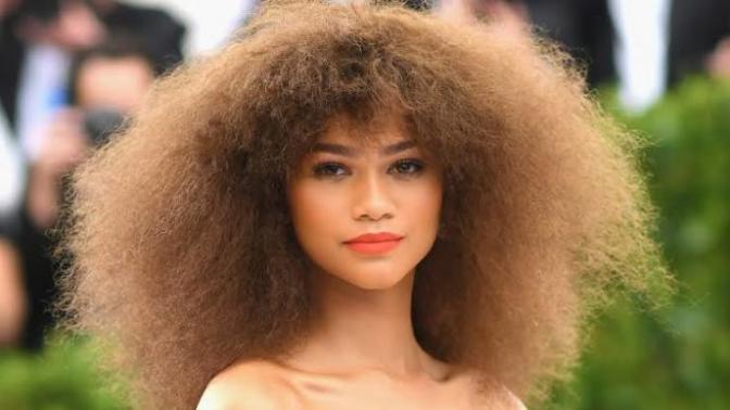 Kıvırcık Saç Şekillendirme İçin Pratik Öneriler!