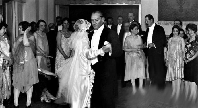 Konusunu Atatürkün Belirlediği Özel İstek İlk Operamız