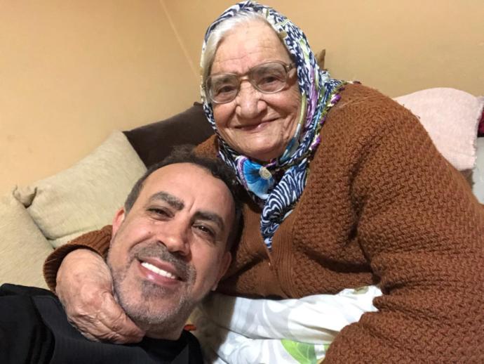 Haluk Levent ve Annesi Sabriye Acil