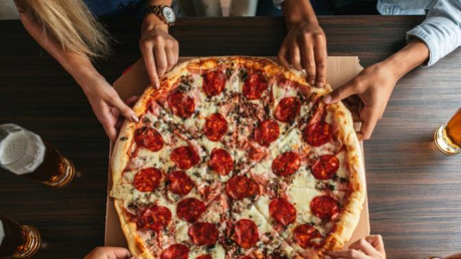Bol Malzemeli Pizza Yapmaya Ne Dersiniz?