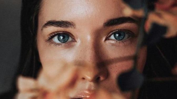 Çekici Bakışlar: Daha Büyüleyici Kirpiklere Sahip Olmak İsteyen Her Kadının Bilmesi Gereken 5 Şey!
