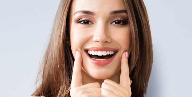 Yeni Yılda da Işıl Işıl Gülümseyin! Kusursuz Diş ve Ağız Bakım Rutini Önerileri