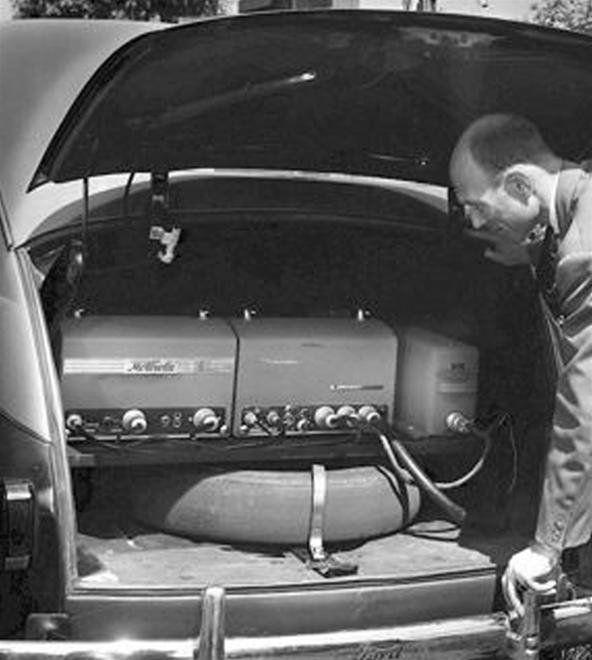 İlk ticari mobil telefonların araç içinde monte edilmiş elektronik üniteleri