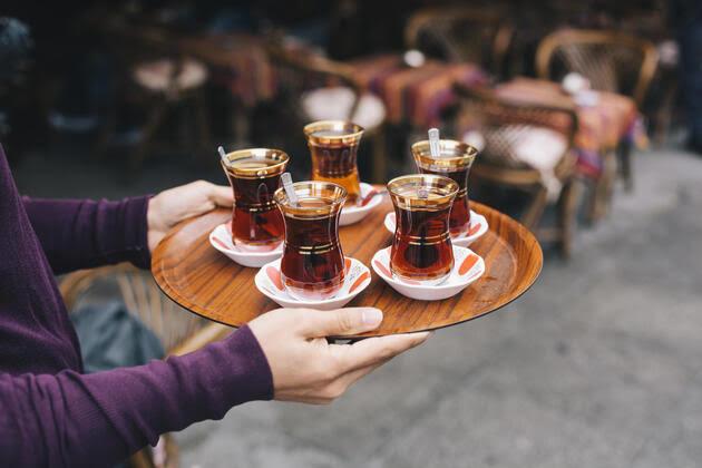 Misafirlere Çay Yetiştiremeyenler Buraya: Çay Makinesi!