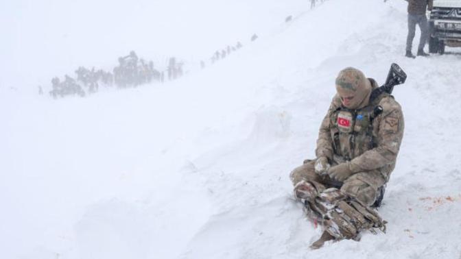 """O Fotoğrafın Sahibi Konuştu: """"Askerin Ağıt Yaktığını Duyabiliyordum"""""""