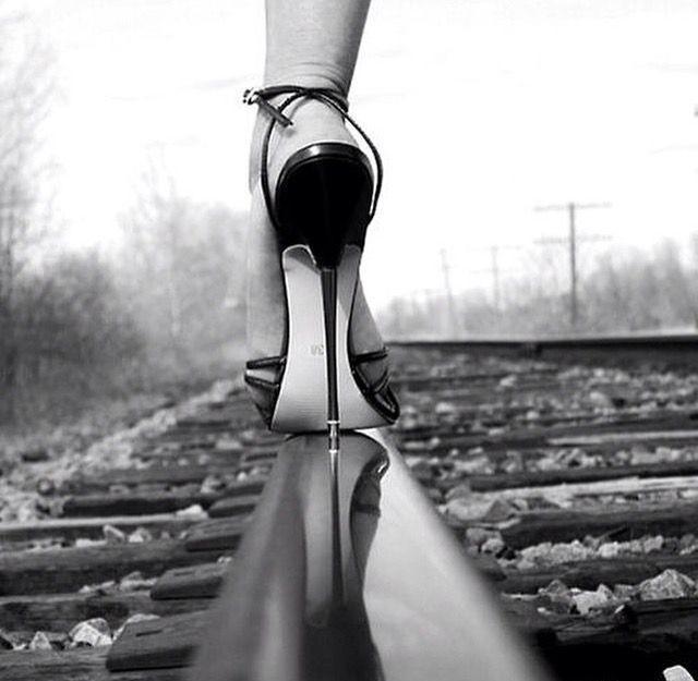 Topuklu Ayakkabıları Neden Bu Kadar Seviyoruz?