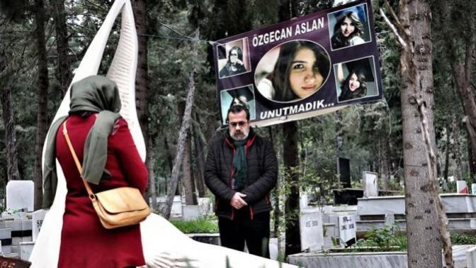 2015'te Katledilen Özgecan Aslan Mezarı Başında Anıldı