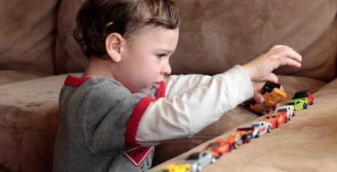Otizm Konusunda Bilinçlenelim: Sosyal Gelişim Bozukluğu Olan Çocukları Tanıma Rehberi