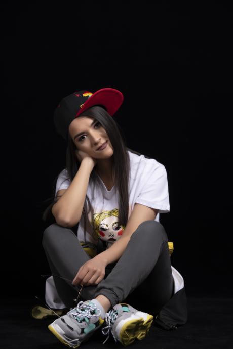 Bir Daha Yakmak İçin: Şarkıları Bağımlılık Yapan 2019un En İyi Çıkış Yapan Kadın Şarkıcısı Sura İskenderli KizlarSoruyorda!