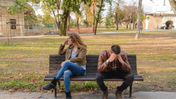 """""""Yanlış İnsanı Sevmek"""" Kişinin Kendi Hatası mı?"""