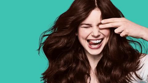 Saçlarının Güzelliğiyle Dikkat Çeken Kadınların Çok Önem Verdiği 8 Şey