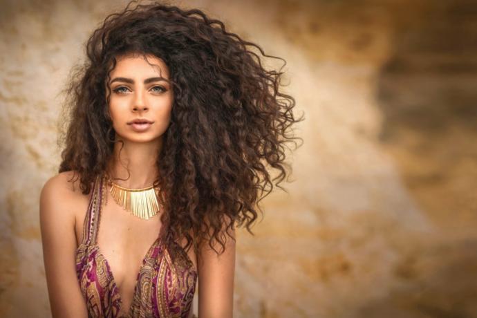 Baharı Mutlulukla Karşılamak İçin Denemen Gereken 6 Coşkulu Saç Modeli