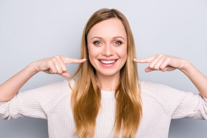 Gülerken beyaz dişler çekici gelir çoğu insana :) ;)