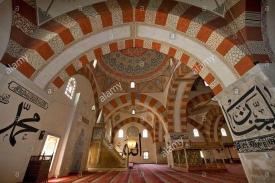 Eski caminin içinden bir görüntü