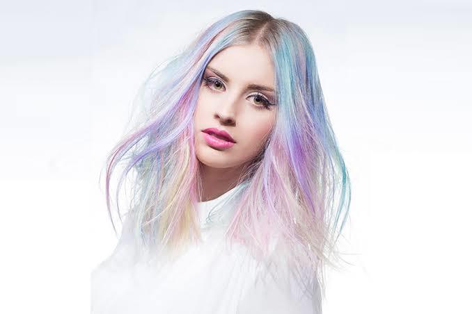 Saçlara Bahar Geldi! Saçlarını Rengarenk Yapmayı Düşünenlere Tavsiyeler