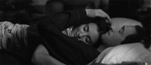 Kadınları Yatakta Memnun Etmenin Sırları!